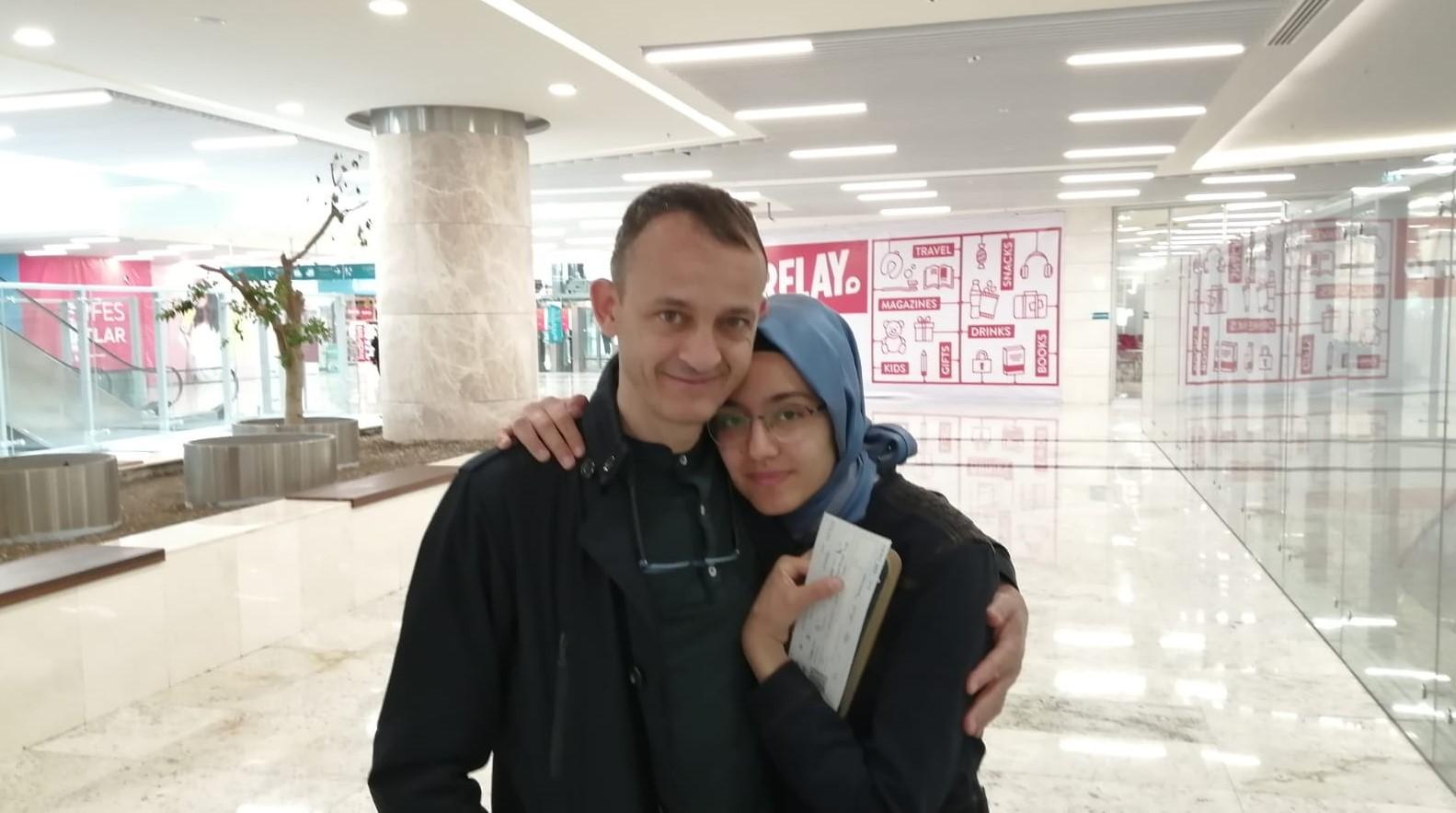 Hüseyin Galip Küçüközyiğit mit seiner Tochter © Privat