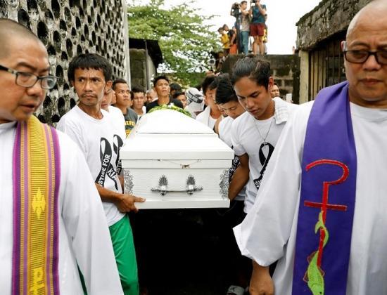 Begräbnis von Kian delos Santos © Dondi Tawatao